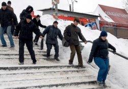 Армянцы в ожидании поездов вынуждены мерзнуть на улице